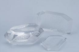 What Is The Polishing Technique Of Quartz Glass Lenses?
